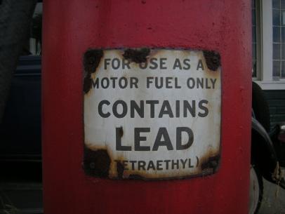 Gas_pump_lead_warning